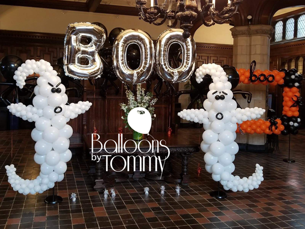 Halloween at University of Chicago - Balloons by Tommy